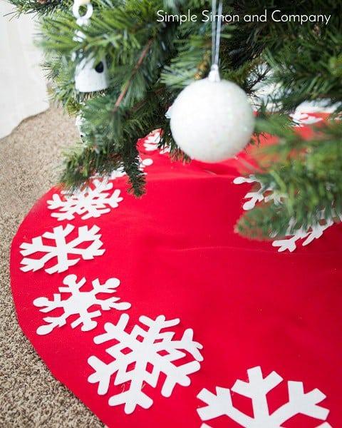 No-Sew Felt Snowflake Tree Skirt