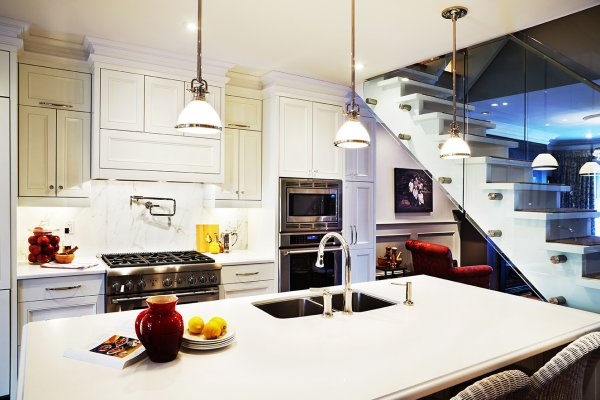 SMALL SPACES: Big Style Kitchen by Karen Sealy - Home Trends Magazine