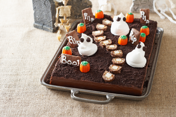 Spooky Cemetery Cake Recipe   Home Trends Magazine