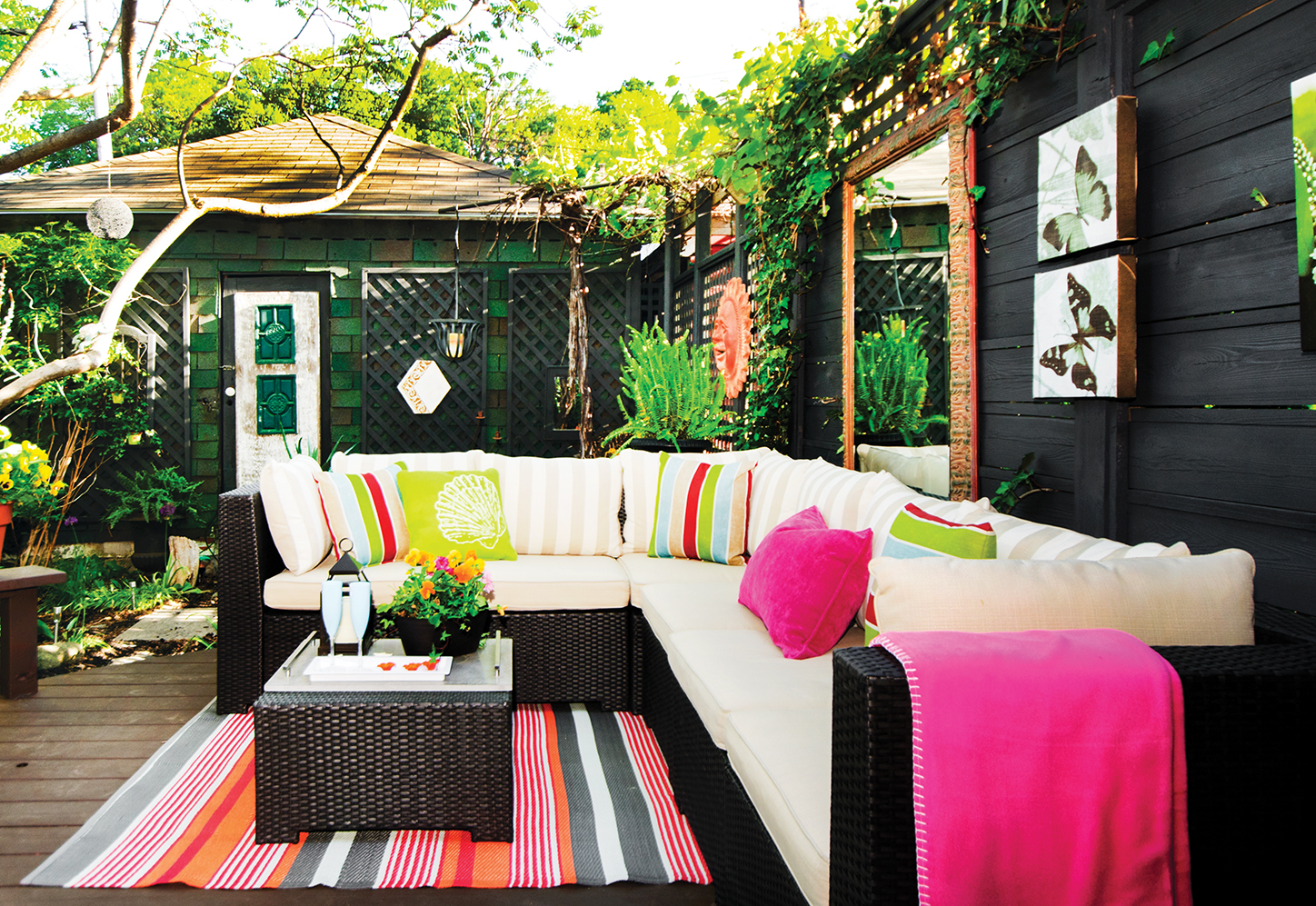 How to create an outdoor living space home trends magazine for Creating an outdoor living space