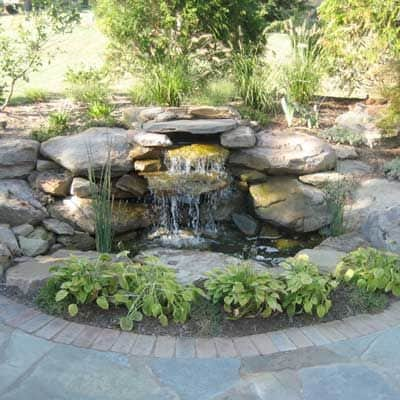 Types of backyard water features home trends magazine for Types of pond design