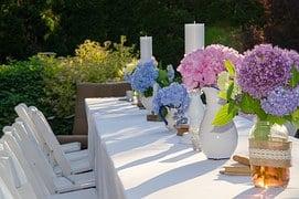 garden-table-1462501__180