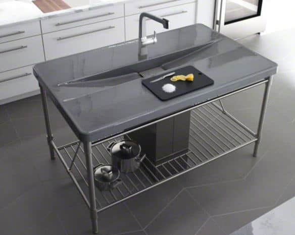 Industrial chic look with sink which is integrated into a metal table.